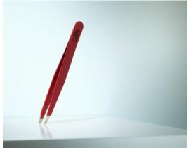Pinza depilar Rubis Switzerland sesgada roja