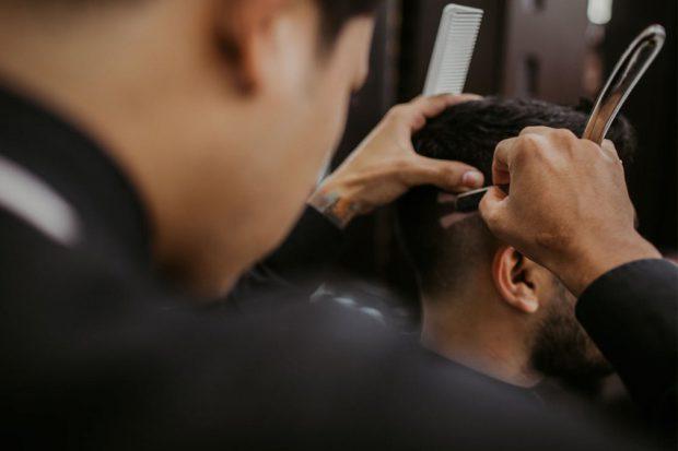barbero-peluquero-y-estilista-en-que-se-diferencian