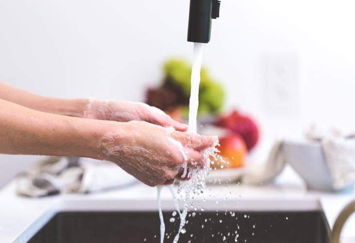 lavar-cuchillos-cocina
